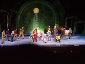 GUYS AND DOLLS 023